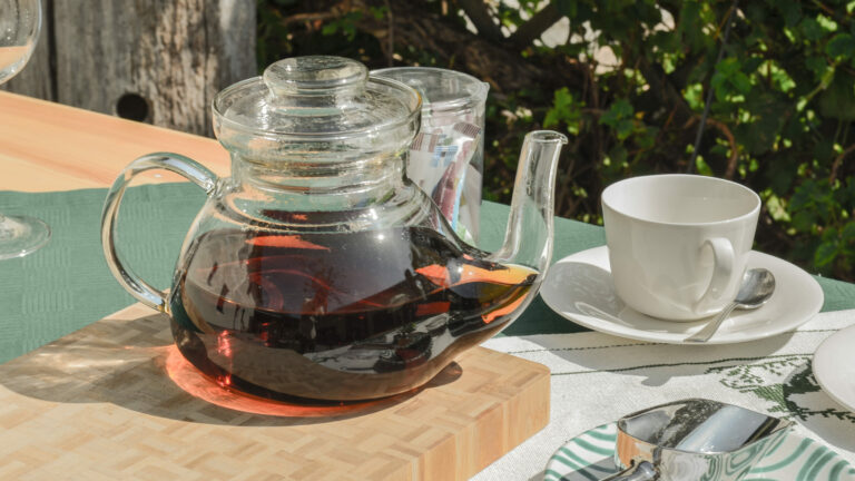 Tee - Straussn-Kraeutergut